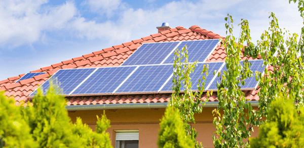 Kit solar para casa de campo con preinstalación Monta Fácil
