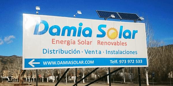 Iluminación de vallas publicitarias con energía solar fotovoltaica