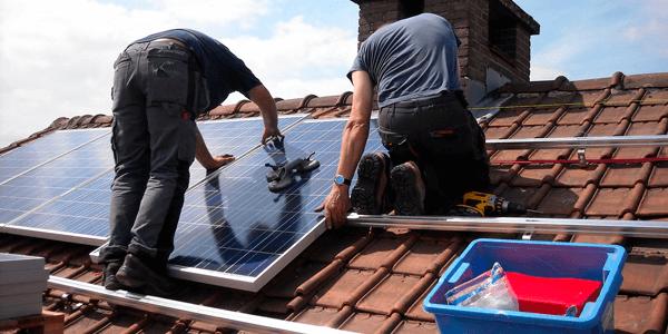 ¿Qué mantenimiento requiere un panel solar?