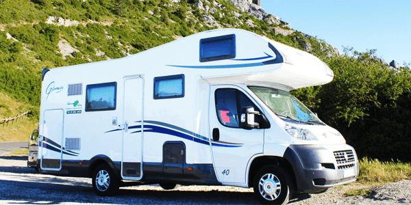 Uso de placas solares para generar electricidad en furgonetas y caravanas
